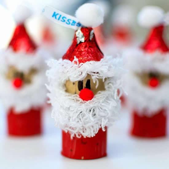Papai Noel com rolo de papel