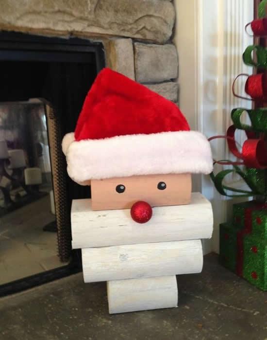 Papai Noel decorativo com madeira