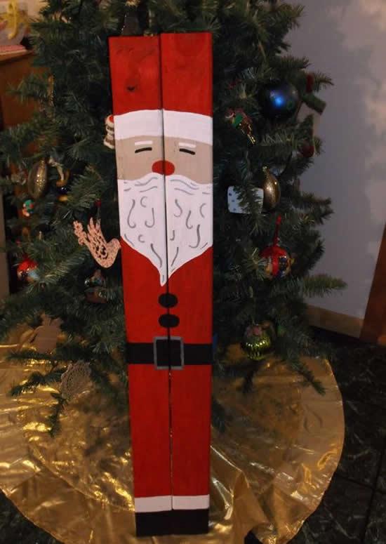Papai Noel com madeira velha reciclada