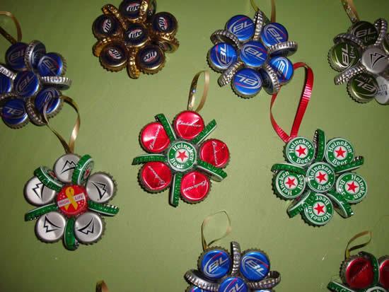 Lindos enfeites com tampinhas para Natal