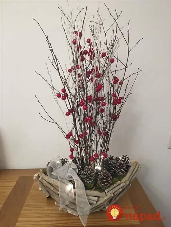 Linda Árvore de Natal feita com galhos secos