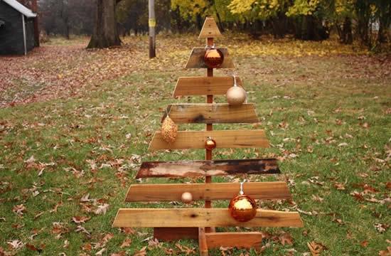 Árvore de Natal de enfeite com pallets