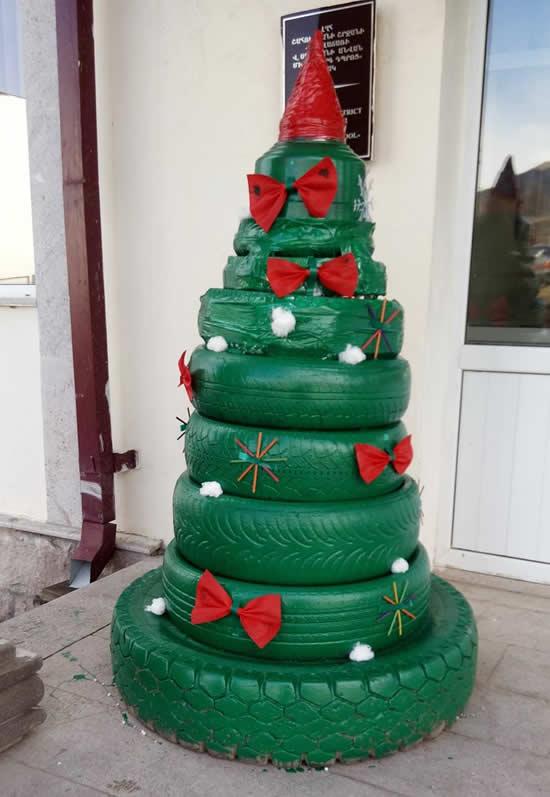 Árvore natalina com pneus