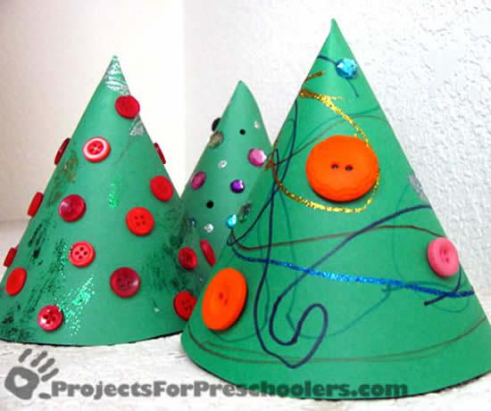 Atividades para crianças com Árvores de Natal de papel