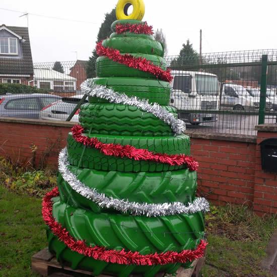 Decoração com pneus para Natal