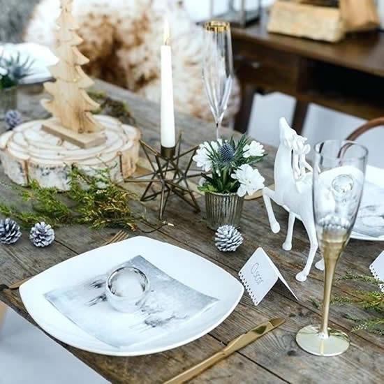 Linda mesa decorada para o Natal