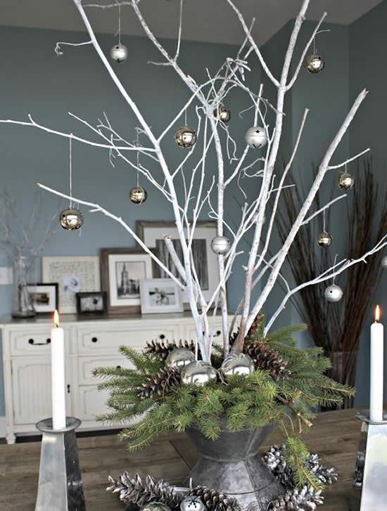 Decoração natalina com galhos secos