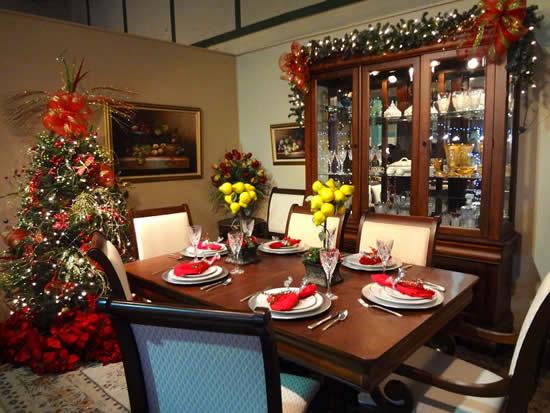 Decoração de mesa de ceia de Natal
