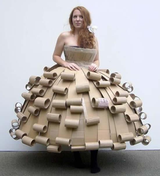 Faça uma fantasia criativa de papelão