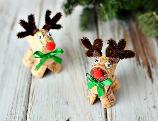 Renas de Natal com rolhas