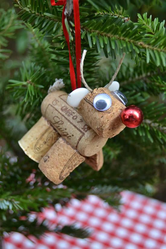 Linda rena para enfeite de Árvore de Natal com rolhas