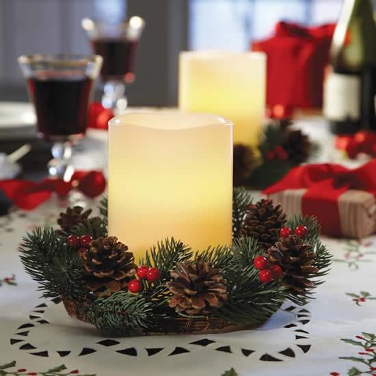 Velas de Natal decoradas para enfeitar a mesa