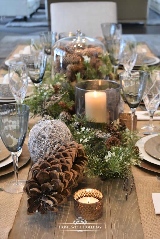 Velas decorando uma mesa de Natal