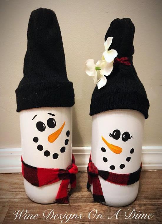 Linda decoração com boneco de neve com garrafa