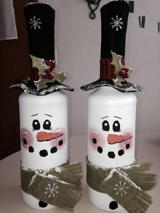 Garrafas decoradas de bonecos de neve