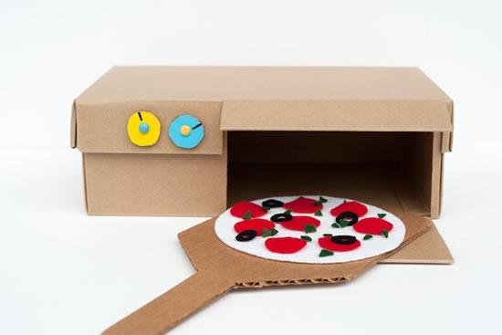 Brinquedo criativo com material reciclado
