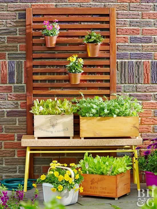 Decoração criativa para o jardim com caixotes de madeira