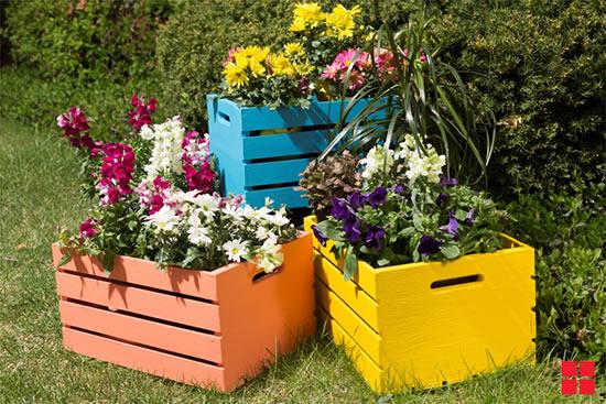 Decoração de jardim com lindos caixotes de madeira