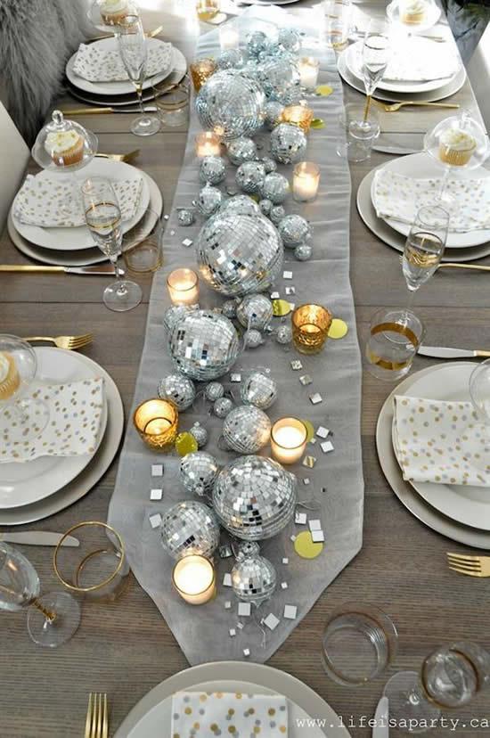 Enfeites e decoração para mesa de ano novo