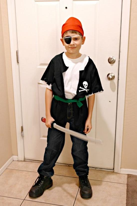 Fantasia de piratinha para menino