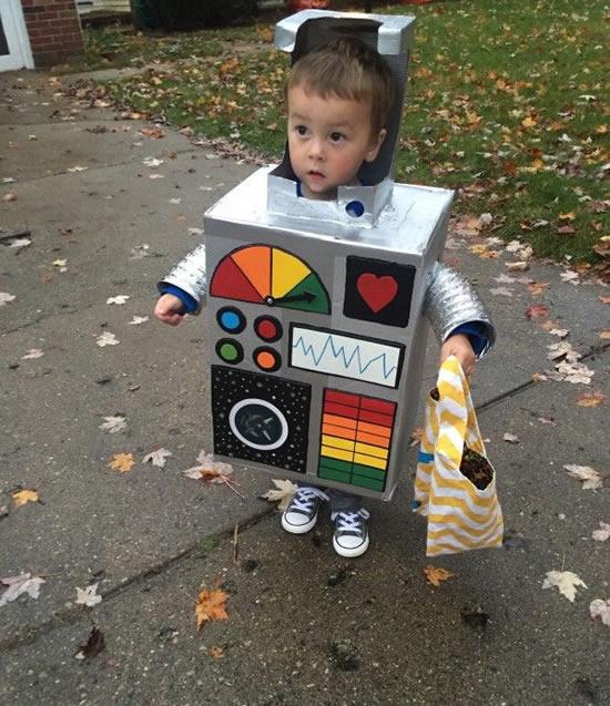 Fantasia infantil de robô