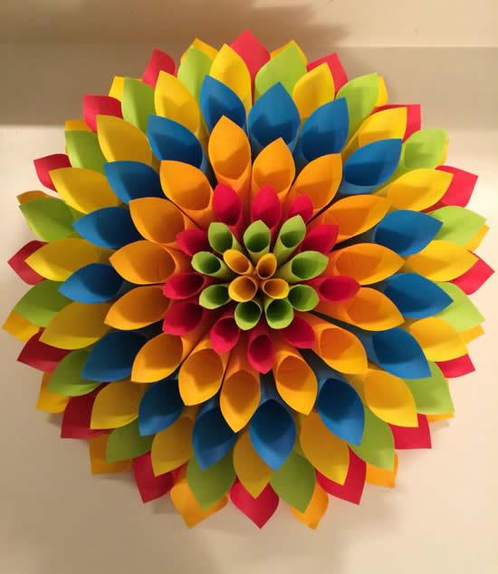 Flor de papel colorido para decoração