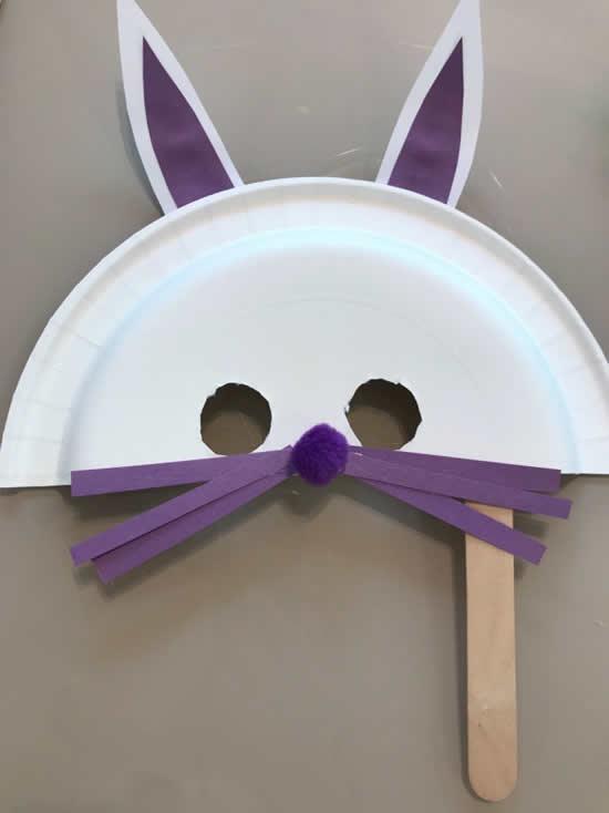 Máscara da Coelhinho com prato descartável