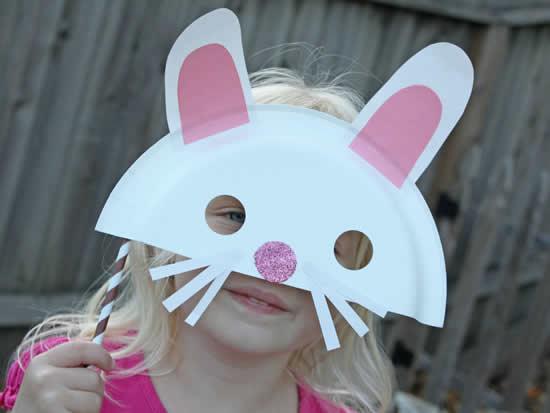 Máscara da Coelhinho com prato de papelão