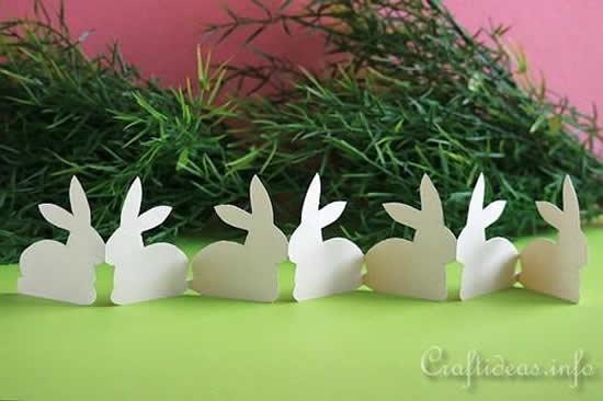Guirlanda com coelhos de papel para Páscoa