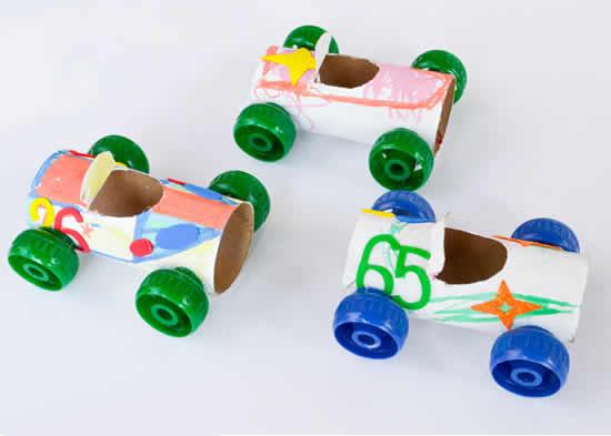 Carrinhos com rolos de papel
