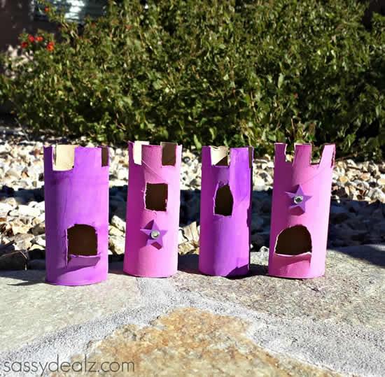 Castelo com rolos de papel higiênico