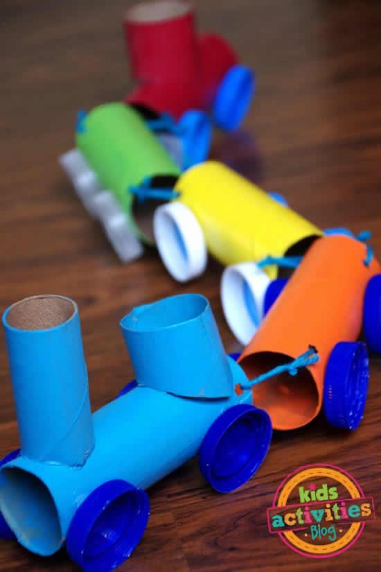 Trenzinho com rolos de papel higiênico