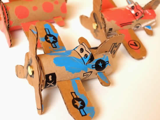 Aviãozinho com rolo de papelão