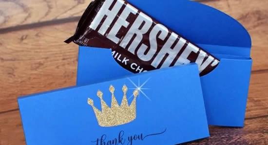 Caixa de papel com chocolate para lembrancinha