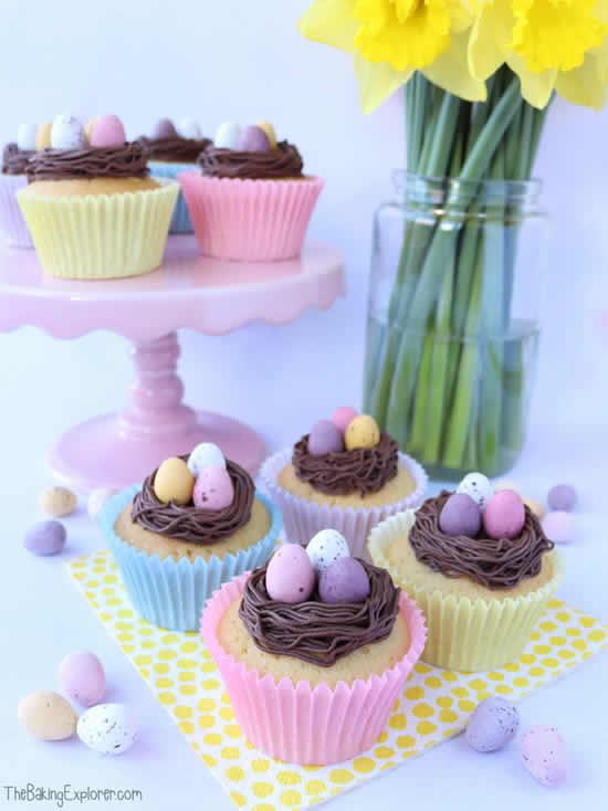 Cupcakes com ovinhos de chocolates