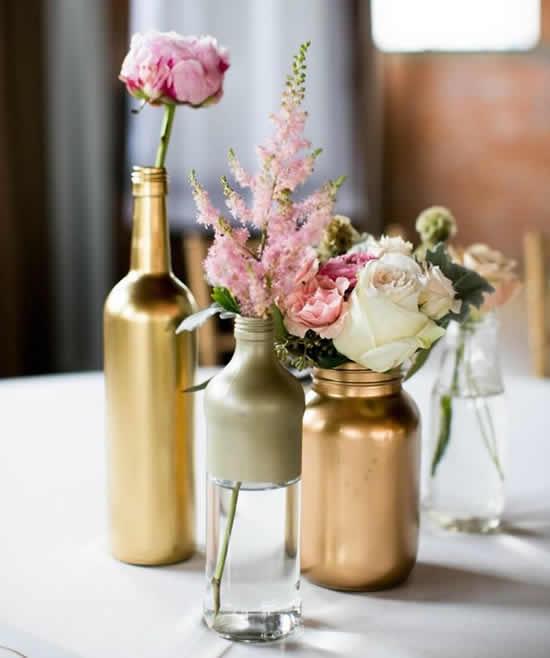 Decoração de mesa com garrafas