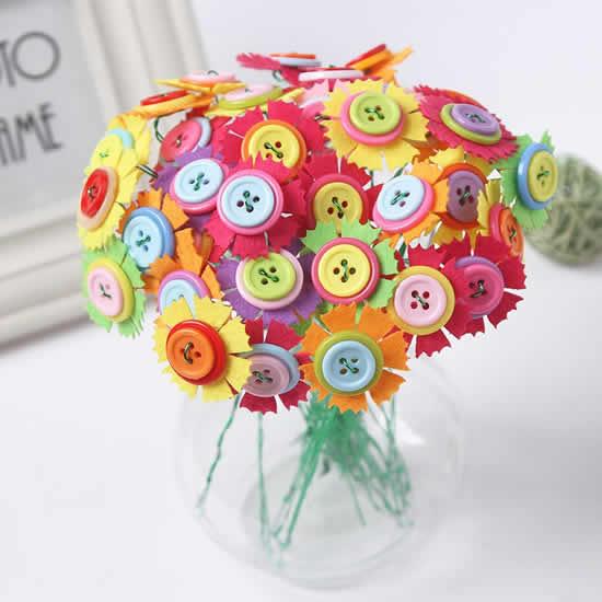 Flores com botões e feltro