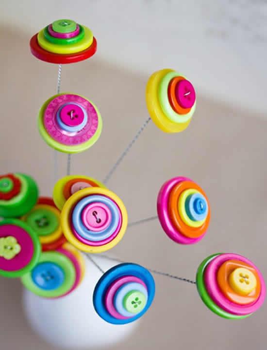 Decoração com botões coloridos