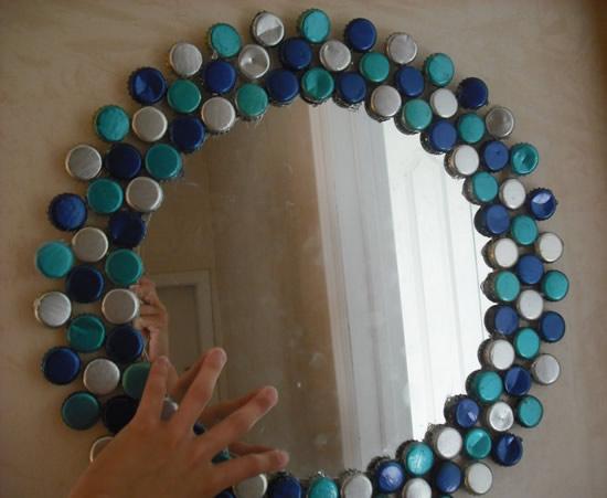 Espelhos decorados com tampas