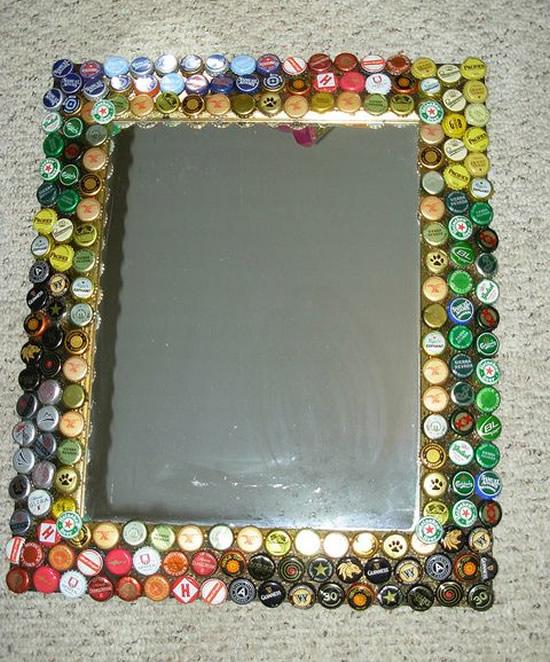 Espelhos decorados com tampas de garrafa