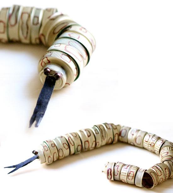 Cobra com tampinhas