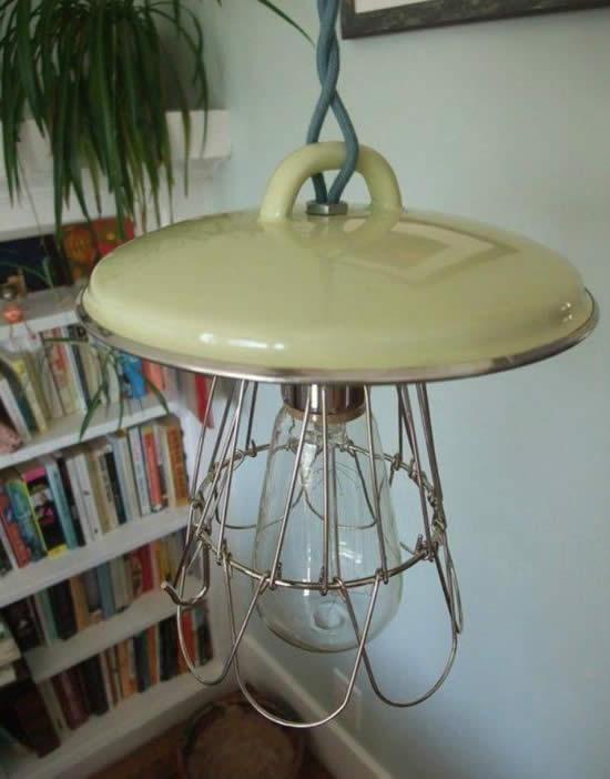 Luminária com tampa de panela