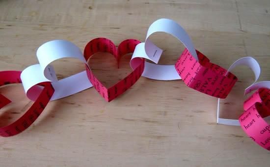 Guirlande de corações de papel