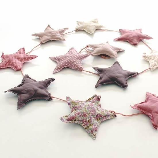 Guirlanda com estrelas de tecido