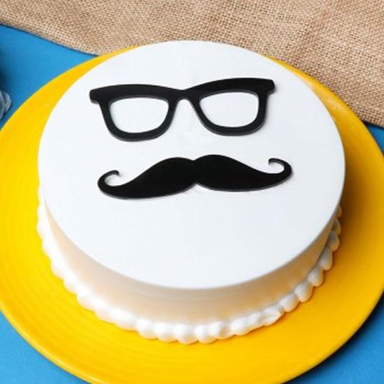 Bolo com bigode para Dia dos Pais