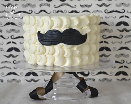 Bolo lindo com bigode para Dia dos Pais