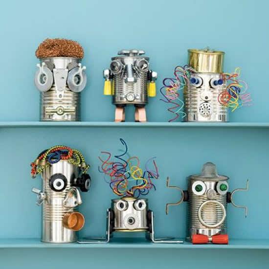 Robô com latas