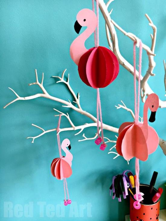 Flamingo com papel para atividade
