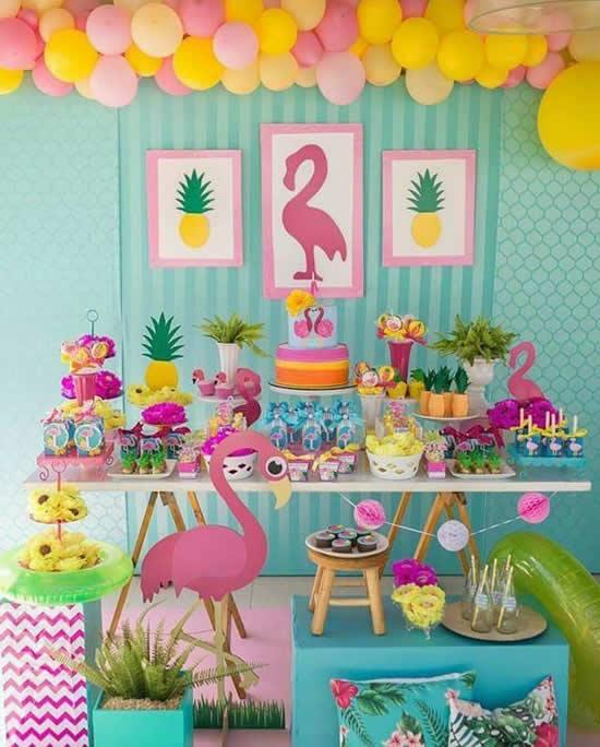 Decoração para festa com flamingos