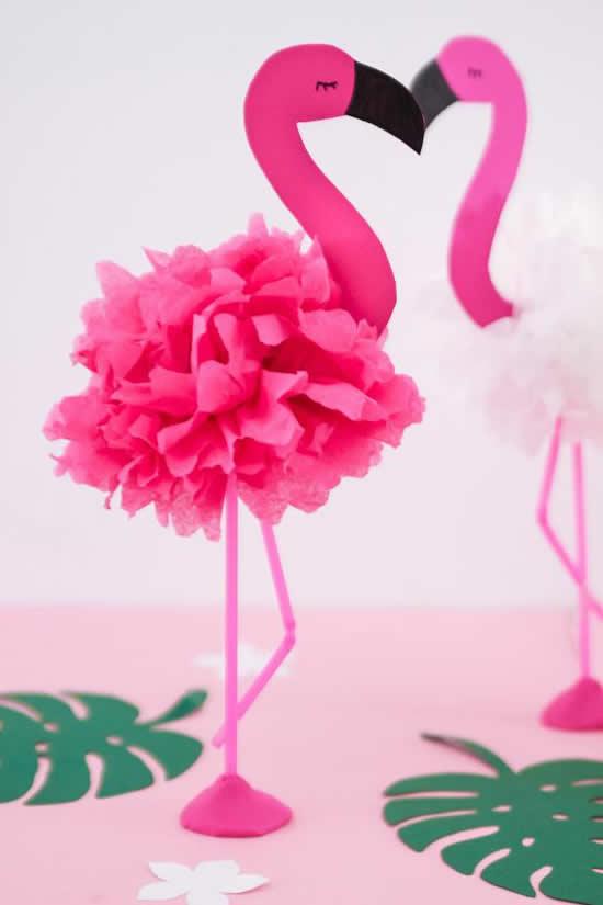 Flamingo de papel para decoração
